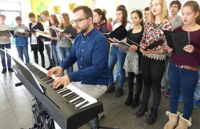 Singklasse 8 HGH 2015 'WochenPost Hilden'
